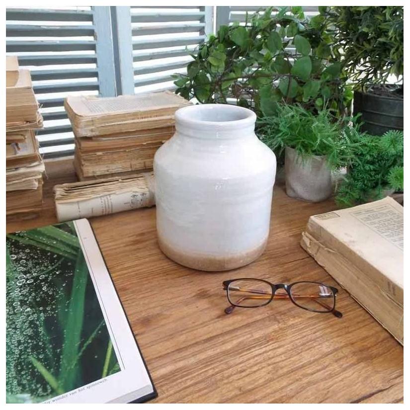 Jarrón de cerámica blanco roto